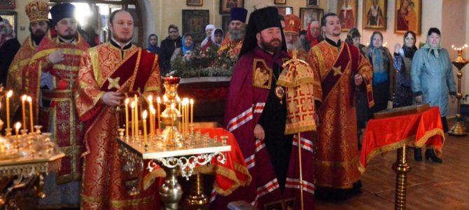 Архиерейское богослужение на Пасхальной седмице в Ивне.