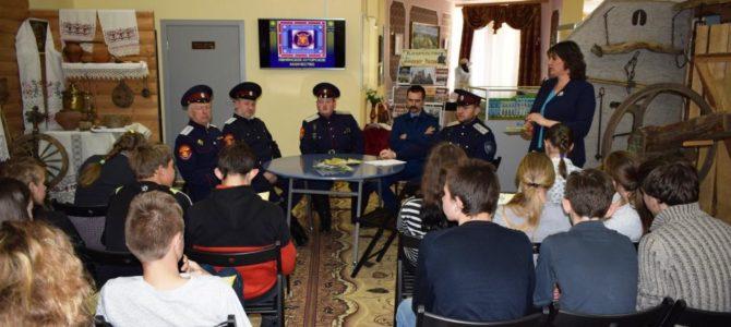 Встреча представителей Ивнянского казачества с детьми.